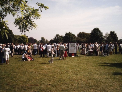 Photo of the crowd at the HCO Venus transit event in University Parks, Oxford, 2004